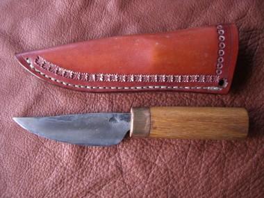 Wikinger-Messer im Gotland-Stil. Klinge aus Kohlenstoffstahl mit durchgehender, vernieteter Angel.&lt;br /&gt;&lt;br /&gt;&lt;br /&gt;&lt;br /&gt;&lt;br /&gt;&lt;br /&gt;&lt;br /&gt;&lt;br /&gt;&lt;br /&gt;&lt;br /&gt;&lt;br /&gt;&lt;br /&gt;&lt;br /&gt;&lt;br /&gt;&lt;br /&gt;&lt;br /&gt;&lt;br /&gt;&lt;br /&gt;&lt;br /&gt;&lt;br /&gt;&lt;br /&gt;&lt;br /&gt;&lt;br /&gt;&lt;br /&gt;&lt;br /&gt;&lt;br /&gt;&lt;br /&gt;&lt;br /&gt;&lt;br /&gt;&lt;br /&gt;&lt;br /&gt;&lt;br /&gt;&lt;br /&gt;&lt;br /&gt;<br /> Griff aus einem vor ca. 700 Jahren verbauten Eichenbalken&lt;br /&gt;&lt;br /&gt;&lt;br /&gt;&lt;br /&gt;&lt;br /&gt;&lt;br /&gt;&lt;br /&gt;&lt;br /&gt;&lt;br /&gt;&lt;br /&gt;&lt;br /&gt;&lt;br /&gt;&lt;br /&gt;&lt;br /&gt;&lt;br /&gt;&lt;br /&gt;&lt;br /&gt;&lt;br /&gt;&lt;br /&gt;&lt;br /&gt;&lt;br /&gt;&lt;br /&gt;&lt;br /&gt;&lt;br /&gt;&lt;br /&gt;&lt;br /&gt;&lt;br /&gt;&lt;br /&gt;&lt;br /&gt;&lt;br /&gt;&lt;br /&gt;&lt;br /&gt;&lt;br /&gt;&lt;br /&gt;<br /> €  149.--&lt;br /&gt;&lt;br /&gt;&lt;br /&gt;&lt;br /&gt;&lt;br /&gt;&lt;br /&gt;&lt;br /&gt;&lt;br /&gt;&lt;br /&gt;&lt;br /&gt;&lt;br /&gt;&lt;br /&gt;&lt;br /&gt;&lt;br /&gt;&lt;br /&gt;&lt;br /&gt;&lt;br /&gt;&lt;br /&gt;&lt;br /&gt;&lt;br /&gt;&lt;br /&gt;&lt;br /&gt;&lt;br /&gt;&lt;br /&gt;&lt;br /&gt;&lt;br /&gt;&lt;br /&gt;&lt;br /&gt;&lt;br /&gt;&lt;br /&gt;&lt;br /&gt;&lt;br /&gt;&lt;br /&gt;&lt;br /&gt;<br />